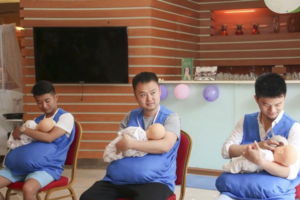 男人生孩子喂奶会是怎样?有视频有真相!笑喷了!-成都妇产医院,成都高水平的妇产医院,成都专业的妇产医院,新生堂妇产医院,成都顺产医院,瘢痕子宫,母乳喂养,侧切